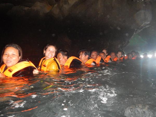 ภายในถ้ำมรกต มืดๆครับ